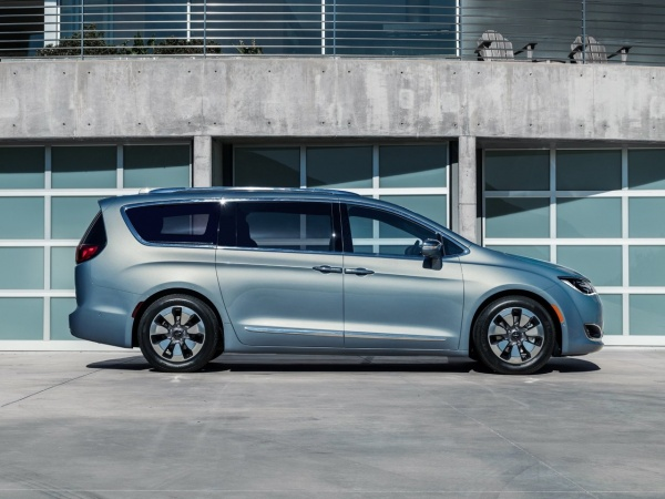 Chrysler Pacifica фото