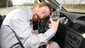 Отберут ли права, если выпивать в припаркованном авто?