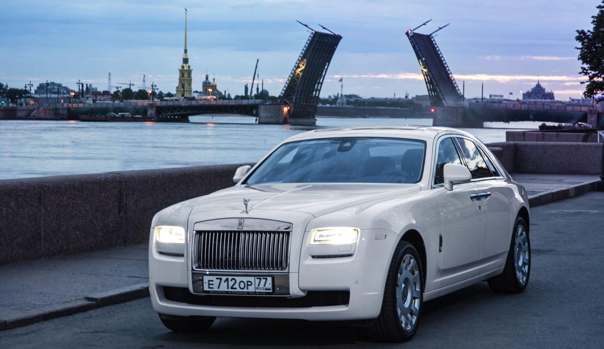 Люксовые автомобили в России