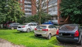 Припарковался на газоне – оштрафуют ли водителя?